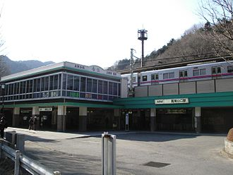 Takaosanguchi Station - The station in February 2006 before rebuilding