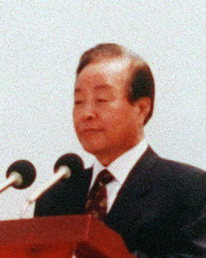 Kim Young-sam - Kim visiting Jeju Island in 1996