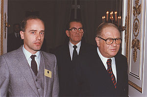 Hans Köchler, left, and Austrian Federal Chancellor Bruno Kreisky, right, at the Federal Chancellery in Vienna, November 1980