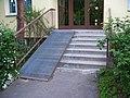 Kropáčkova, schody vchodu.jpg