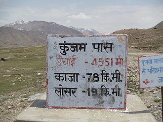 Kunzum Pass - Image: Kunzum Milestone