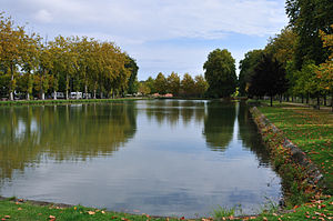Lamotte-Beuvron - Image: Lamotte Beuvron canal de la Sauldre 2