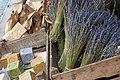 Lavande et savons sur le marché d'Avignon.jpg