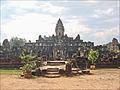 Le Bakong, temple-montagne (Angkor) (6816717916).jpg