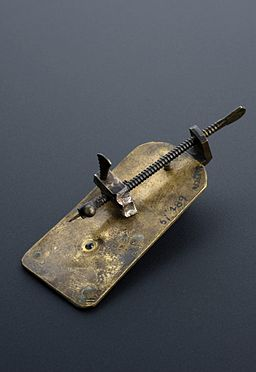 Leeuwenhoek simple microscope (copy), Leyden, 1901-1930 Wellcome L0057739