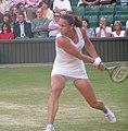 Lindsay Davenport backhand Wimbledon 2004 (cropped).jpg