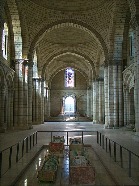 Fontevraud Abbey, Maine-et-Loire, Pays de la Loire, France. Nave of the abbey church of St. Mary. In the foreground, the effigies of Richard I of England, Isabella of Angoulême, Henry II of England and Eleanor of Aquitaine (from right to left, front to back).