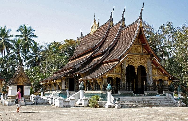 File:Luang Prabang-Wat Xieng Thong-06-Sim-gje.jpg