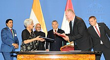 M. Hamid Ansari and the Prime Minister of Hungary, Mr. Viktor Orban witnessing the exchange of MoU by the Secretary (West), Ministry of External Affairs, Ms. Sujata Mehta and the Deputy Minister of Foreign Affairs and Trade.jpg