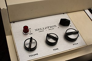 Mellotron - The simplified control panel of the M400