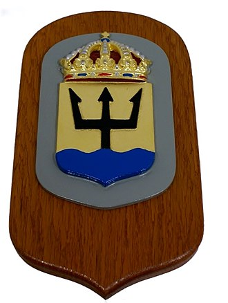 1st Submarine Flotilla (Sweden) - Coat of arms in metal mounted on varnished wooden plate.