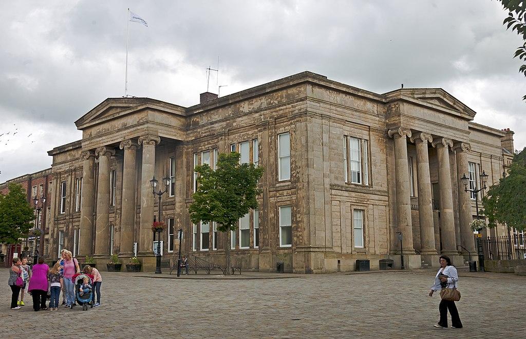 Macclesfield Town Hall 2014.jpg