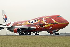 Malaysia Airlines Boeing 747-400 SYD Gilbert-1.jpg