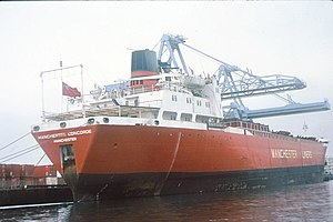 Manchester Liners - Containership Manchester Concorde 11,898 grt (operated 1969–1982) being loaded at Manchester's No. 9 Dock in April 1979. This class of ship was the largest to fit in the canal's upper locks