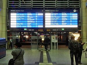 Mannheim Hauptbahnhof - The digital display in the lobby