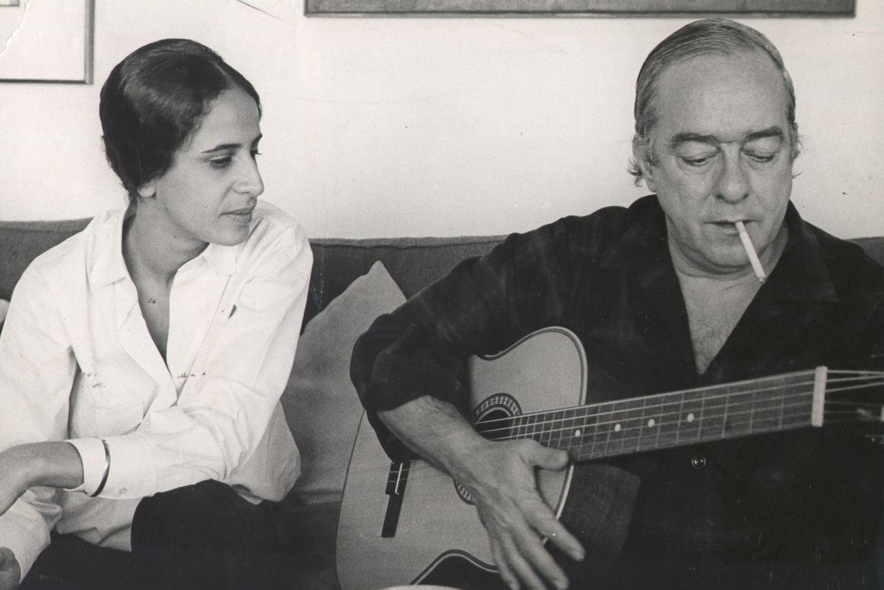 Maria Bethânia e Vinicius de Moraes, 1972.tif