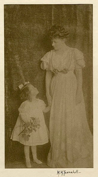 Mary Tannahill - Mary Harvey Tannahill, Mother and daughter, 1910, photograph, Provincetown