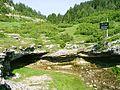 Masna Luka, pramen potoka Jasle u klastera.jpg