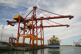 Melbourne - swanston-dock-container-crane.jpg