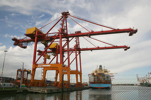 A container crane and ship at the Port of Melbourne. Melbourne--swanston-dock-container-crane.jpg