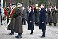 Ministru prezidents Valdis Dombrovskis piedalās svinīgajā vainagu nolikšanas ceremonijā Rīgas Brāļu kapos (8174996138).jpg