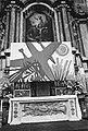Modern schilderij boven een altaar, Bestanddeelnr 924-4428.jpg