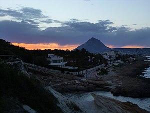Montgó visto desde La Caleta II, Jávea.jpg
