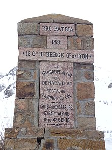 Monument de la rénovation de la route du col de Vars.JPG