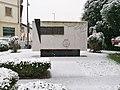 Monumento al Carabiniere d'Italia con neve - Vigevano.jpg