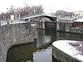 Most na Dětský ostrov a vrata plavební komory.jpg