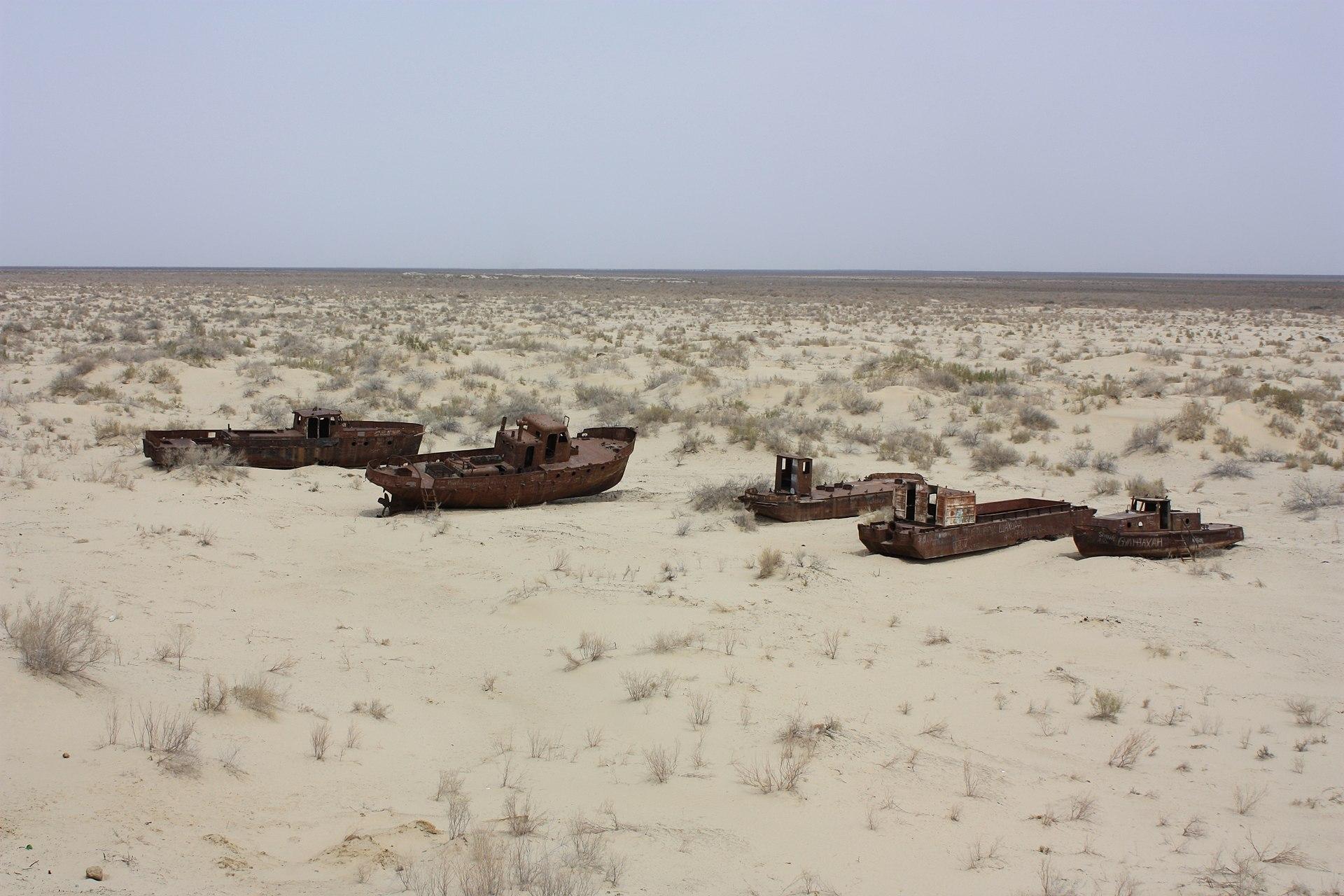 1920px-Moynaq%2C_Aral_Sea_%286226842732%29.jpg
