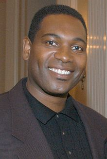 Mykelti Williamson 2003 (cropped).jpg
