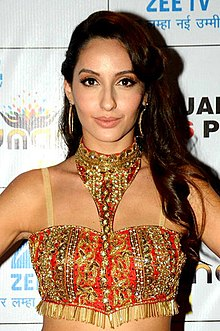 Nora Fatehi graces the red carpet for Umang police show (07) (cropped).jpg