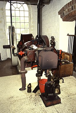 Oil engine, Worsbrough Mill - geograph.org.uk - 776217