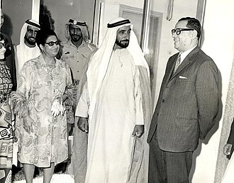 Umm Kulthum - Umm Kulthum with Zayed bin Sultan Al Nahyan in Abu Dhabi in 1971.