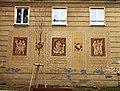Ostrava, Poruba, Budovatelská, dekorace na budově.jpg