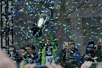 MLS Cup - Osvaldo Alonso of Seattle Sounders FC lifting the MLS Cup trophy in December 2016