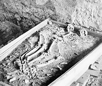 PSM V48 D030 Paleolithic skeleton discovered in a rochers rouge cave 1892.jpg
