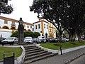 Palácio e parque de estacionamento.jpg