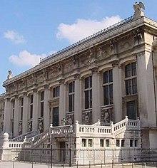 L'ingresso della Procura, a Parigi.