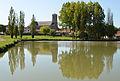 Palluau - Eglise et plan d'eau.jpg