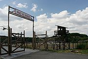Památník Vojna, v padesátých letech zde byl tábor nucených prací a vězeňské pro politické vězně komunistického režimu. Nápis nad branou Prací ke svobodě je často srovnáván s nacistickým Arbeit macht frei (práce osvobozuje), což je jeden z příkladů, jak se praktiky komunismu přiblížily ve 20. století těm nacistickým