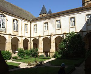 Paray-le-Monial - Cloister.