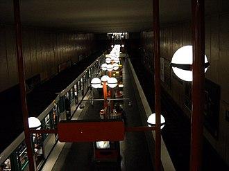 Boulogne – Pont de Saint-Cloud (Paris Métro) - Image: Paris metro Boulogne Pont de Saint Cloud 4