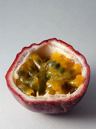 Passiflora edulis - Image: Passiflora Edulis Open Fruit 2