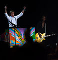 Paul McCartney & Brian Ray - ON THE RUN - Uruguay, 2012-04-16 (2).jpg