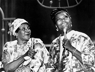 Moms Mabley - With the hostess on The Pearl Bailey Show (1971)