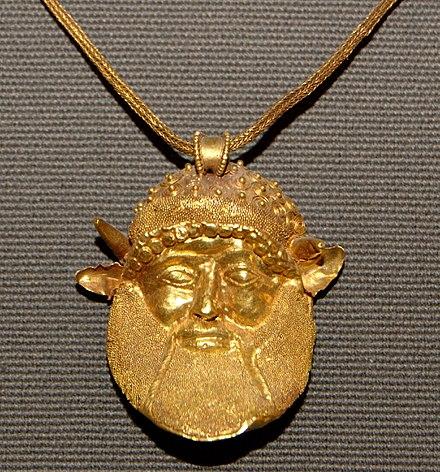 db89789521 Pendente di una collana etrusca rappresentante la testa di Acheloo, 480  a.C. circa