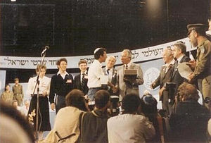 International Bible Contest - Shimon Peres greets the winner of the International Bible Contest in 1985, on Yom Ha'Atzmaut.