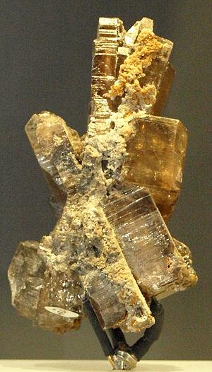 Phosgenite-RoyalOntarioMuseum-Jan18-09.jpg